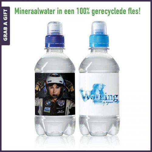 Grab a Gift - Etiketten bedrukken met logo van gerecyclede waterflesjes 330 ml sportdop