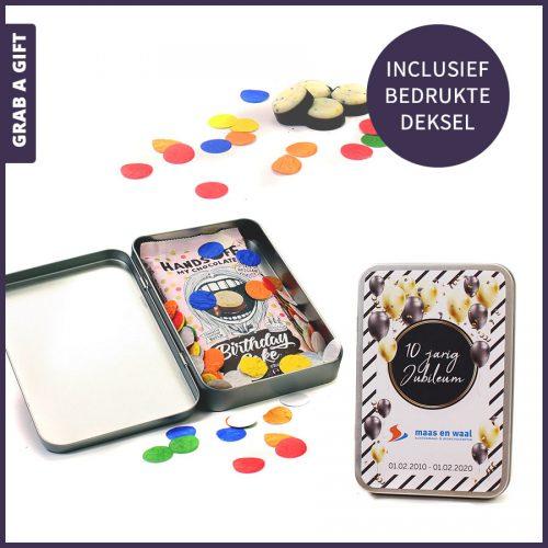 Grab a Gift - bedrukt geschenkblikje met hands off chocola en groeiconfetti