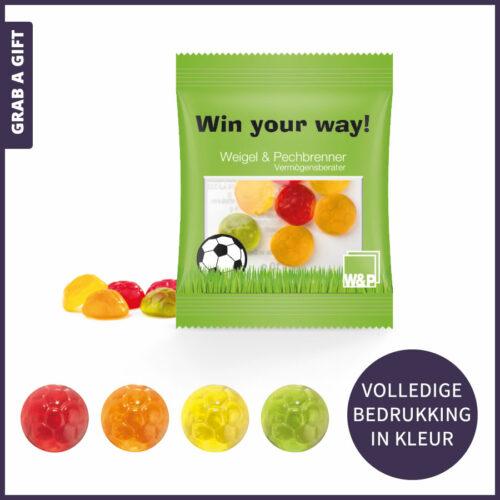 Grab a Gift relatiegeschenken - Fruitgum snoepjes in voetbal vorm in bedrukt uitdeelzakje